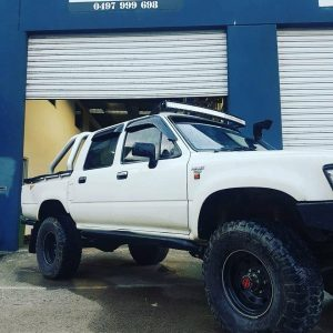 Windscreen Mount 50 inch Curved Light bar Toyota Hilux LN106 black brackets Bullseye Products 4x4 Lilydale Melbourne Australia